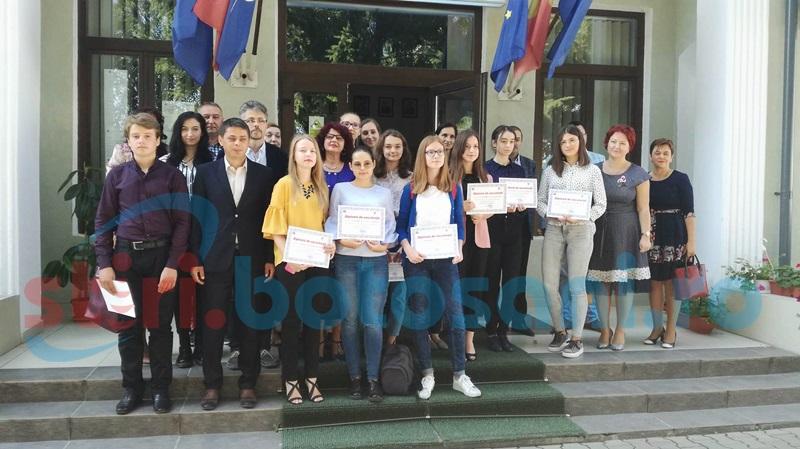 Elevii de 10 ai Botoşaniului, premiaţi pentru rezultatele deosebite obţinute la examenele naţionale. Cine sunt ei! FOTO