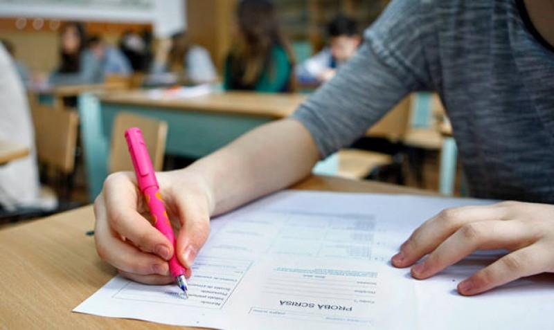 Elevii de clasa a VII-a ar putea scăpa de simularea Evaluării Naționale