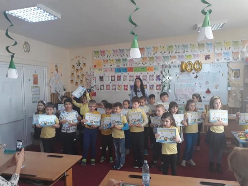 """Elevii de la Liceul Pedagogic """"Nicolae Iorga"""" au marcat 100 de zile de şcoală"""