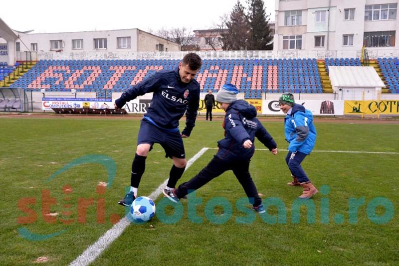 Elevii de la Pedagogic au schimbat pase cu jucătorii de la FC Botoșani, pe stadionul Municipal - FOTO, VIDEO