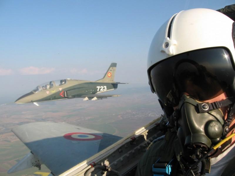 Elevii din Botoșani, încurajați să urmeze o carieră în cadrul Forțelor Aeriene Române!