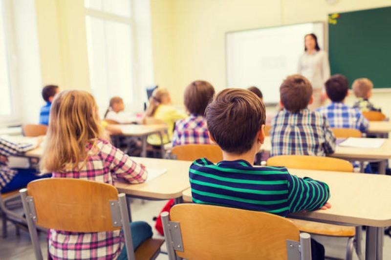 Elevii din învăţământul preuniversitar şi copiii de grădiniţă revin luni la cursuri