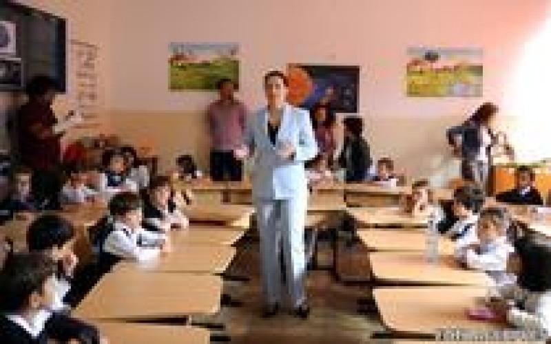 Elevii din Romania sunt invatati de 4.500 de cadre didactice necalificate