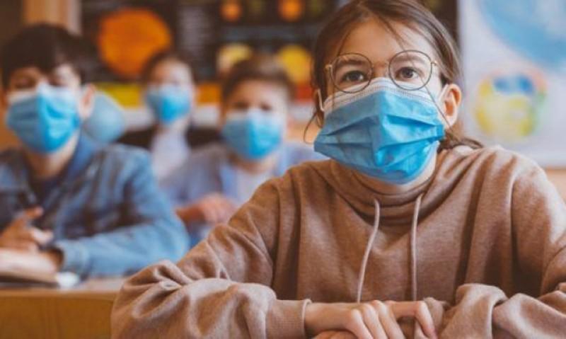 Elevii nevaccinați vor purta mască în interiorul şcolilor şi anul şcolar viitor