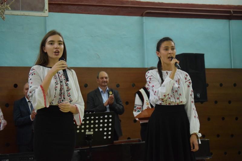 """Elevii Seminarului botoșănean au dus """"Cartea: trecut, prezent și viitor"""" la Bălți! FOTO"""