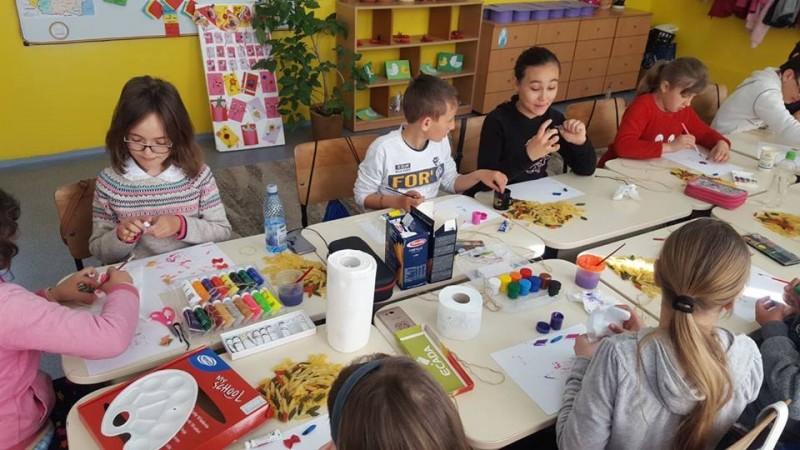 """Elevii și părinții din Hănești au pus """"Școala Altfel"""" sub semnul universului satului românesc - FOTO"""