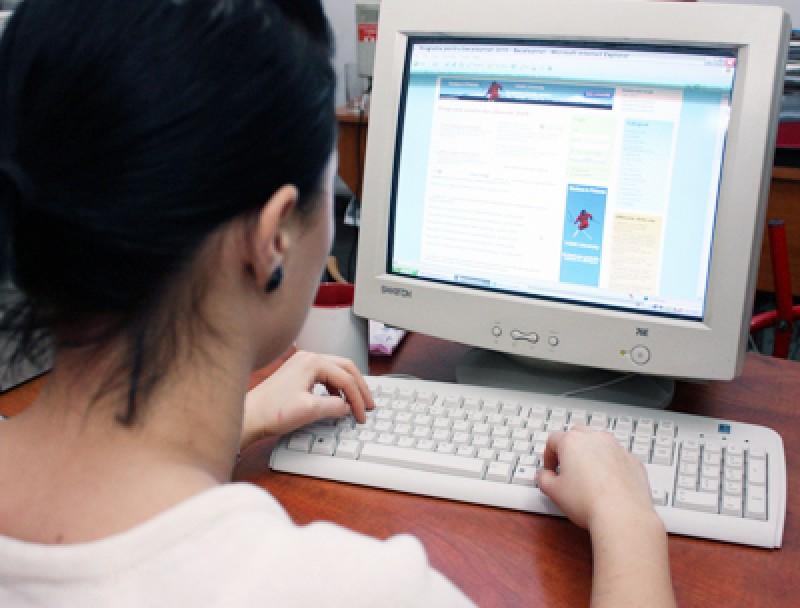 Elevii vor primi voucherul de 200 de euro pentru achizitionarea unui calculator - VEZI LISTA BENEFICIARILOR DIN BOTOSANI!