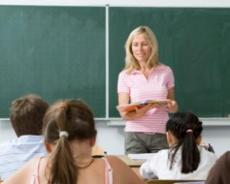 Elevii vor sta cu două ore mai mult la școală, din septembrie 2017