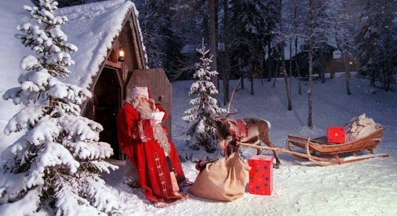 """""""Elfii"""", îngrijorați de invadarea Satului lui Moş Crăciun"""