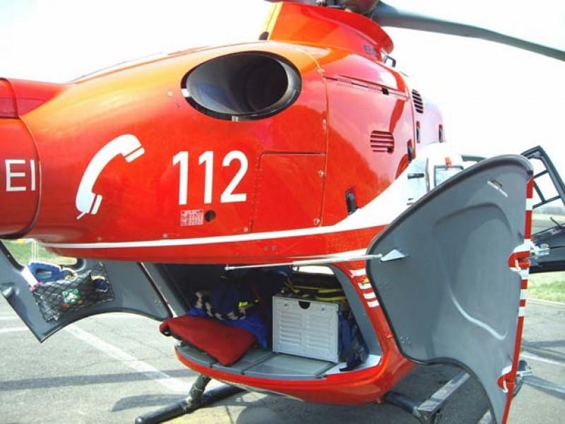 Elicopterul SMURD chemat pentru a prelua un bărbat care a suferit un infarct miocardic.