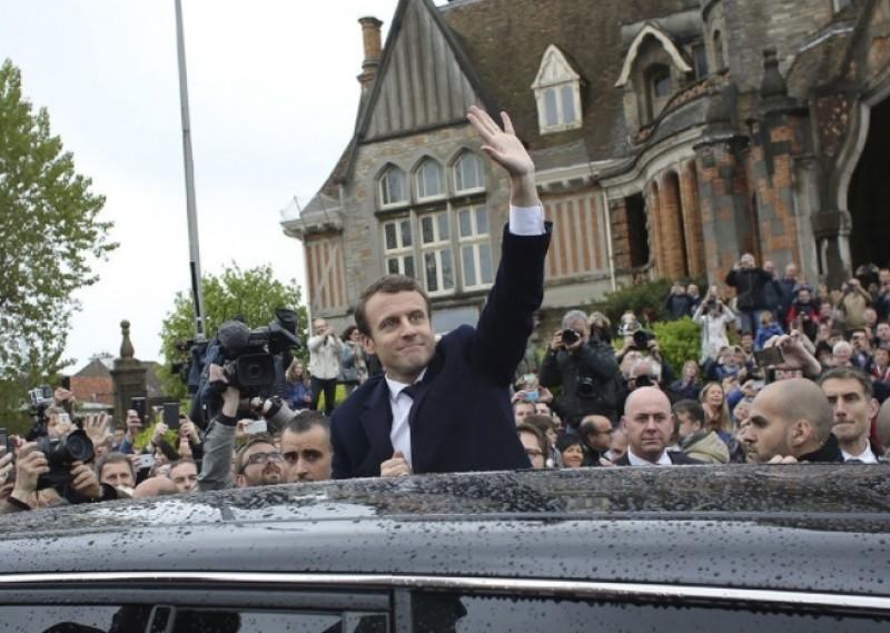 Emmanuel Macron este noul preşedinte al Franţei. Marine Le Pen şi-a recunoscut înfrângerea.