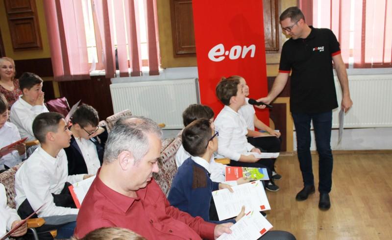 E.ON a investit circa 3 milioane de euro în 54 de şcoli pentru îmbunătăţirea condiţiilor de educaţie şi economisirea energiei