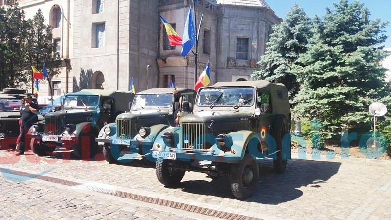 Mașini de epocă, pe străzile din Botoșani - FOTO