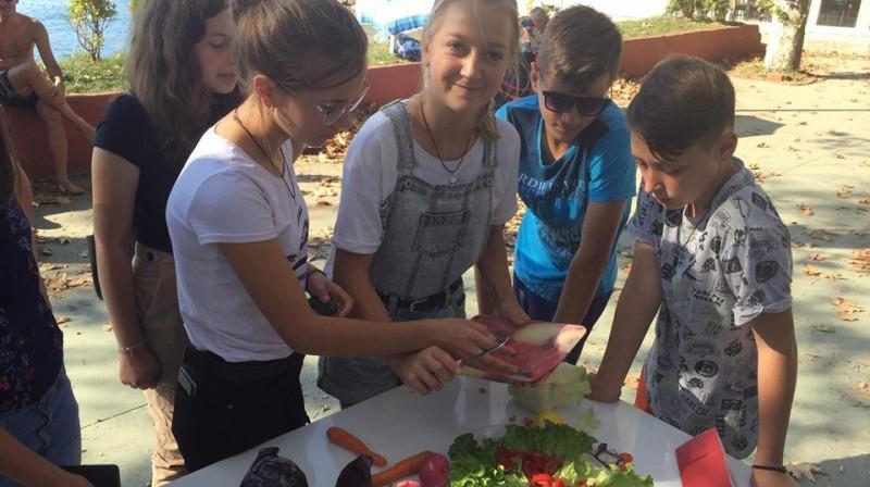 Erasmus +: Elevii de la Școala Gimnazială Nr. 1 Ungureni, cei mai buni la preparat mâncare turcească!