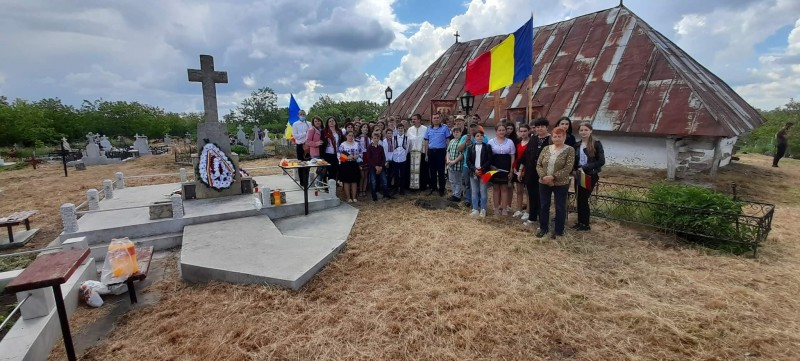 Eroii Patriei, comemorați și de elevii unor școli din județul Botoșani (Foto)