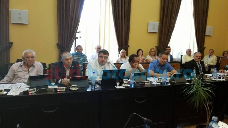 """Eugen Țurcanu, despre prezența polițiștilor locali în sala de ședințe: """"Aveți și pistoale la dumneavoastră? Nu se poate..."""""""