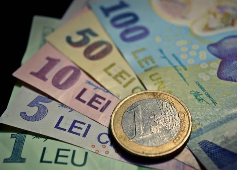 Euro a crescut spre 4,76 lei!