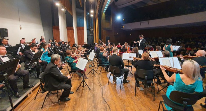 """Eveniment memorabil: Filarmonica """"George Enescu"""" din Botoşani a umplut sala la Concertul de Crăciun!"""