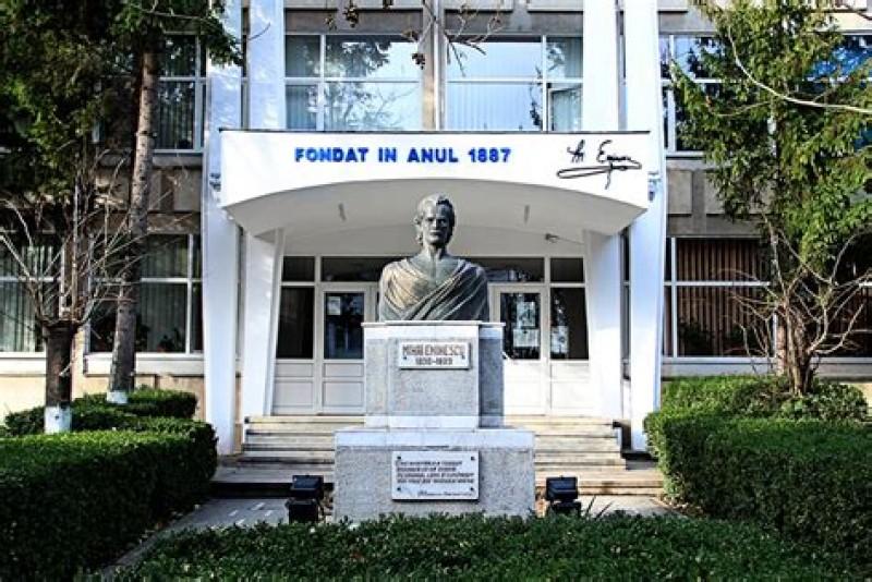 """Exemplar: Elevii Colegiului """"Eminescu"""" ajută personalul medical botoșănean, prin """"donarea unei sume din micuța alocație"""""""