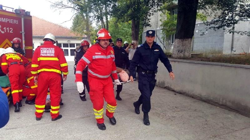 Exerciţii de pregătire pentru intervenţie în cazul producerii unor situații de urgență la Botoșani, Trușești și Ștefănești
