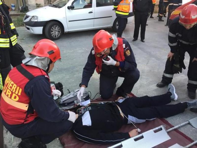 Exerciţiu Seism 2018: Operaţiunile de salvare a persoanelor prinse sub dărâmături sau rănite continuă în mai multe zone din Bucureşti