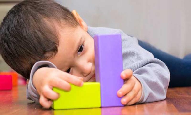 Există legătură între plecarea românilor la muncă în străinătate şi răspândirea fenomenului de autism la copii?