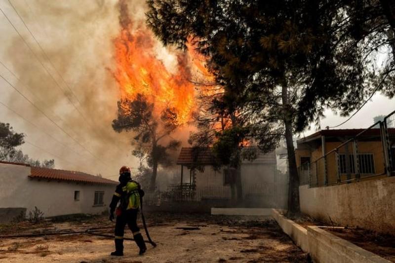 """Există """"indicii serioase"""" că incendiile din Grecia ar fi fost provocate. Autoritățile explică"""