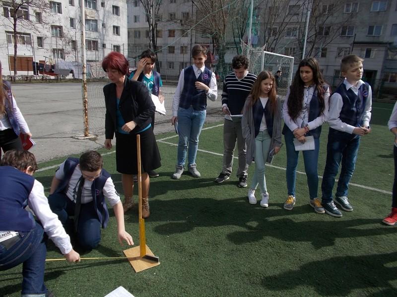 Experimentul lui Eratostene: Elevii din Botoșani au măsurat circumferinţa Pământului! FOTO