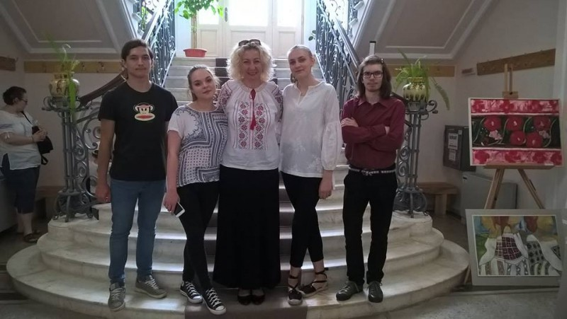Expoziţie de pictură a elevilor de la Liceul de Artă Botoșani - Conexiuni între tradiţie şi modernitate! FOTO