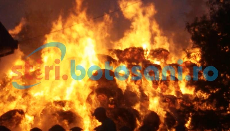 Familii păgubite de foc. Zece tone de furaje s-au făcut scrum!