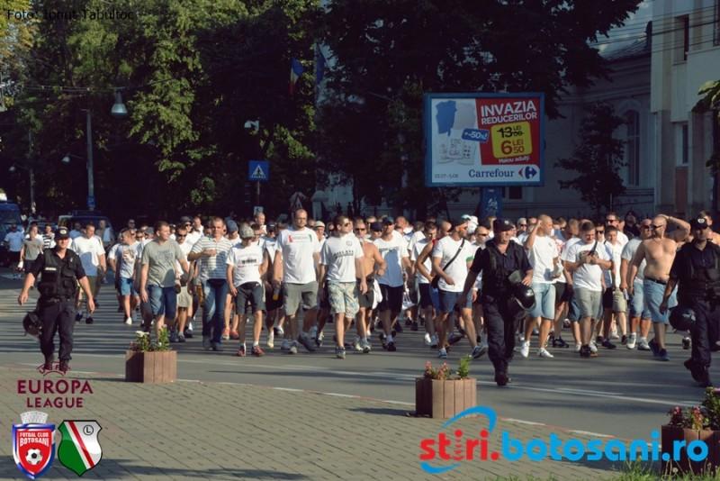 "Fanii Legiei au devenit ""ingeri"" la Botosani, cand au vazut cati jandarmi ii pazeau! Escortati de mascati pana la stadion! FOTO"