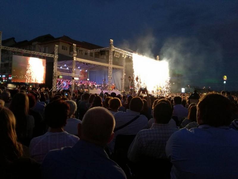 """Fără grătare şi mici: Mii de oameni în centrul municipiului Suceava, la """"Simfonii de toamnă""""!"""