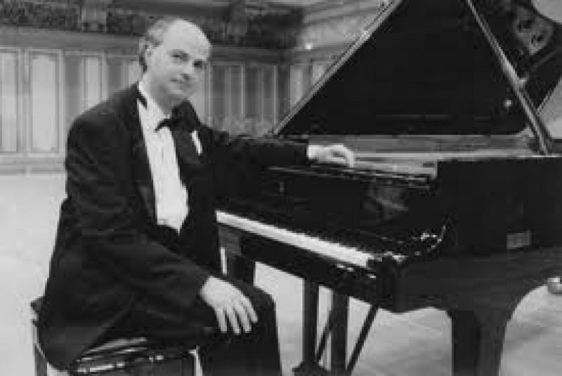 FĂRĂ ORCHESTRĂ: Recital de pian, vineri, pe scena Filarmonicii Botoșani