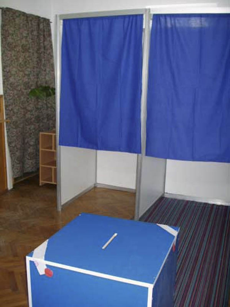 Fara telefoane sofisticate in cabinele de vot!