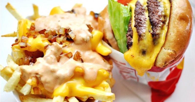 """Fast-food-ul """"mănâncă"""" sănătatea copiilor noştri: """"Mămicile nu mai au timp să gătească, pui un ban în mâna copilului şi..."""""""