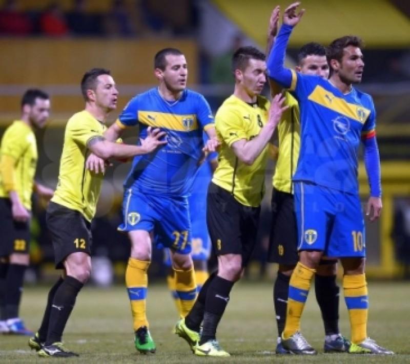 """FC Brasov a remizat cu un om in minus in fata """"vedetelor"""" de la Petrolul si s-a apropiat de FC Botosani - VIDEO"""