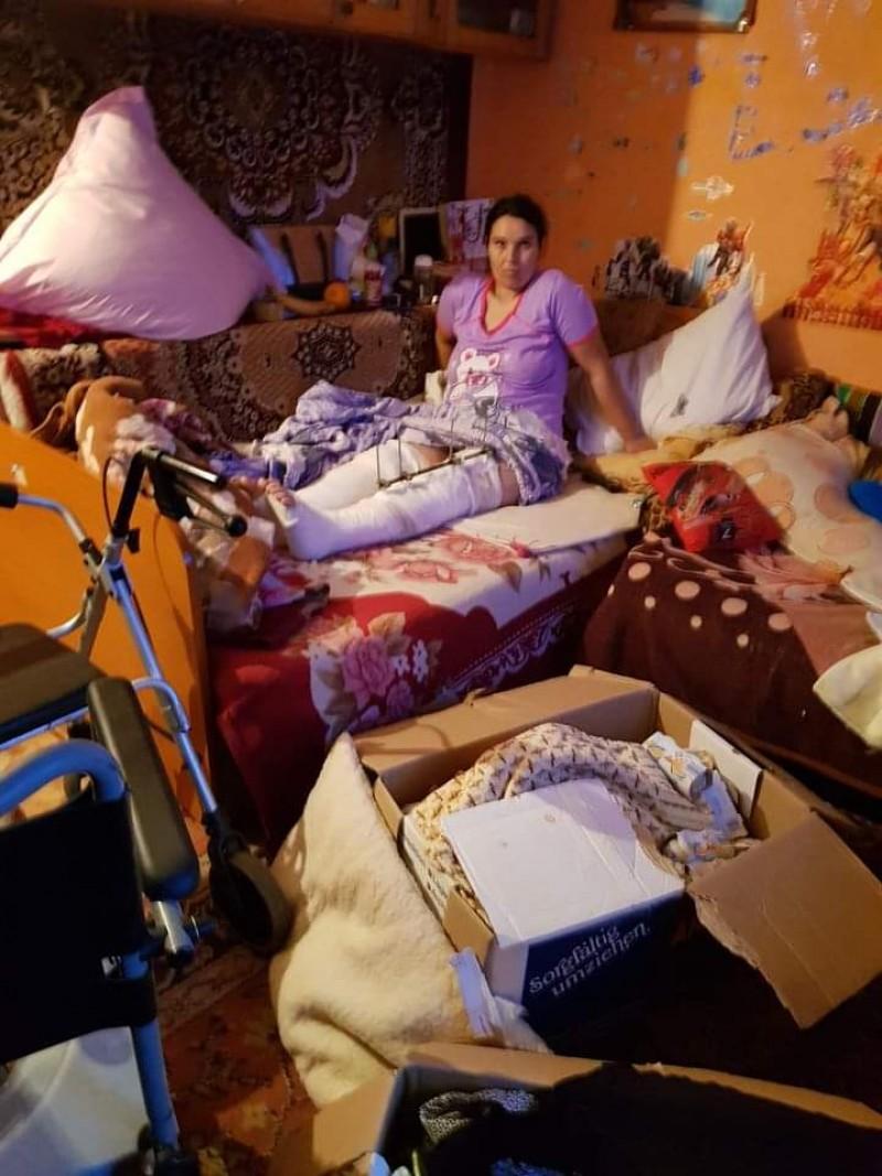 Femeia accidentată anul trecut la Carrefour a născut și are nevoie de ajutor