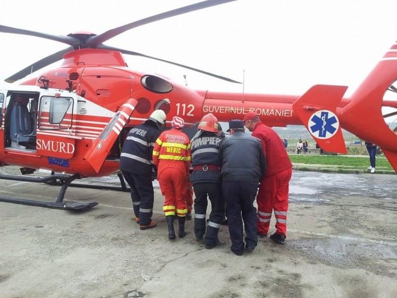 Femeia ranita in explozia de la Mihalaseni, preluata de elicopterul SMURD!