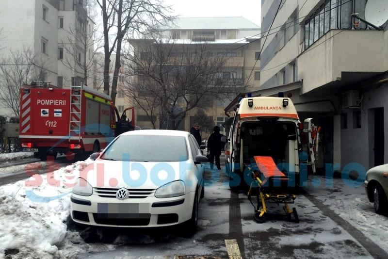 Femeie gasita moarta, in casa, de către pompieri si medici! FOTO