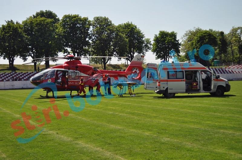 Femeie în stare gravă după ce a căzut din căruță, preluată de la Dorohoi de elicopterul SMURD!