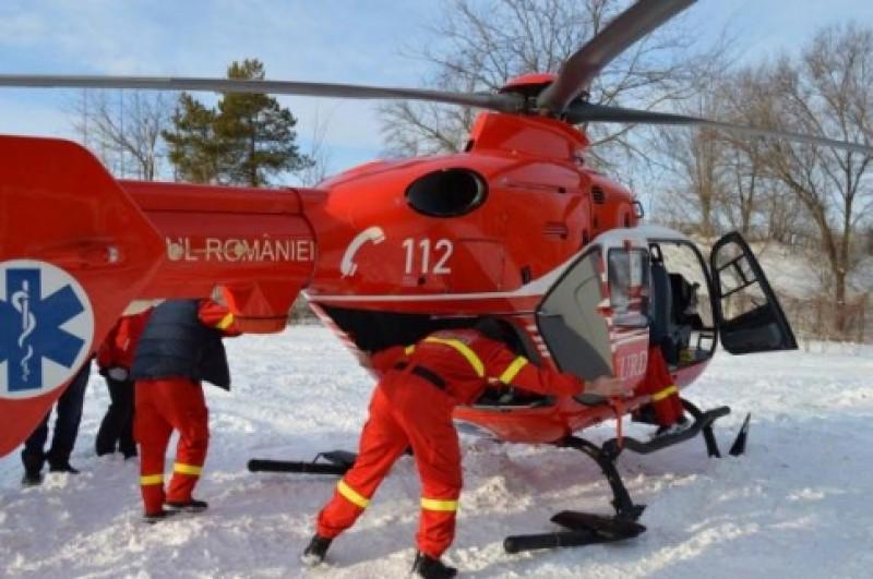 Femeie, în stare gravă, preluată de un elicopter SMURD de la Dorohoi