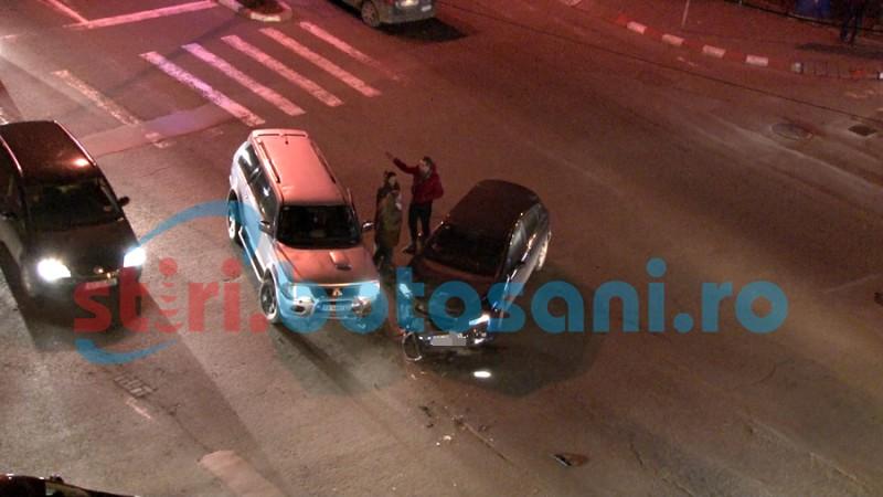 Femeie încătușată. Aproape în comă alcoolică și fără permis, a furat o mașină și a provocat un accident