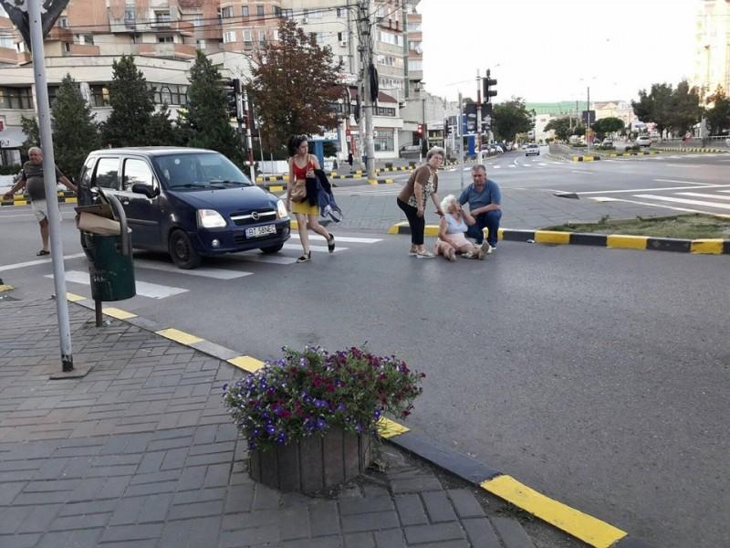 Femeie lovită de maşină pe trecerea de pietoni