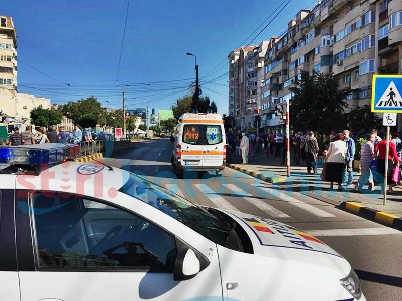 Femeie lovită de o mașină la Casa Cărții! FOTO