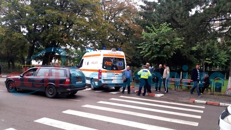 """Femeie lovită de o mașină pe trecerea de pietoni de la """"A.T. Laurian"""" - FOTO"""