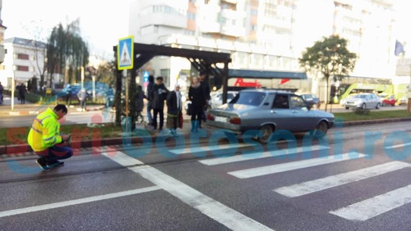 Femeie lovită de o mașină pe trecerea de pietoni! FOTO