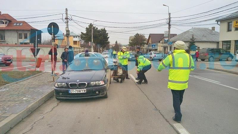 Femeie lovită de un BMW pe trecerea de pietoni! FOTO