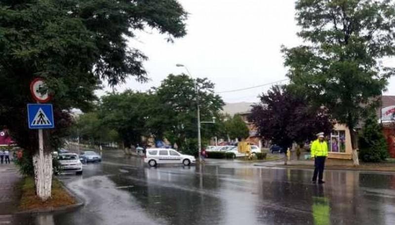 Femeie lovită pe trecerea de pietoni de un autoturism