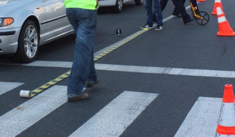 Femeie lovită pe trecerea de pietoni. Șoferul și-a văzut de drum!
