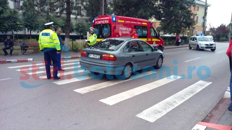 """Femeie lovită pe trecerea din pietoni din fața Colegiului Național """"A.T. Laurian"""" - FOTO"""